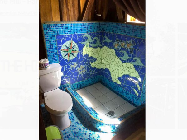 The bathroom and shower of the Pantai Cabin.