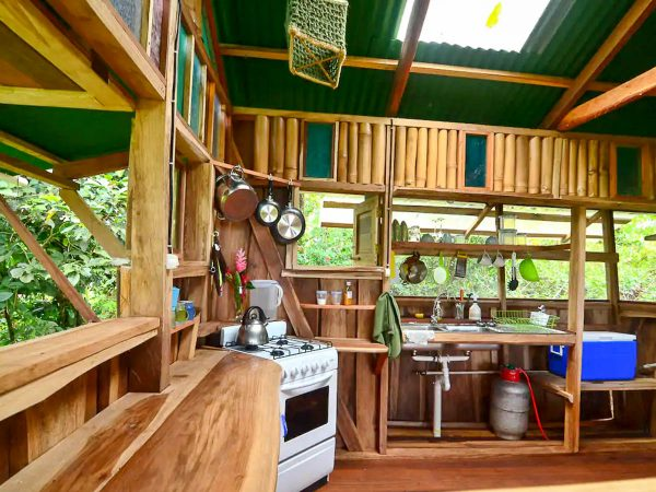 The kitchen of the up in the Hill Eco lodge pantai cabin in Bocas del Toro.